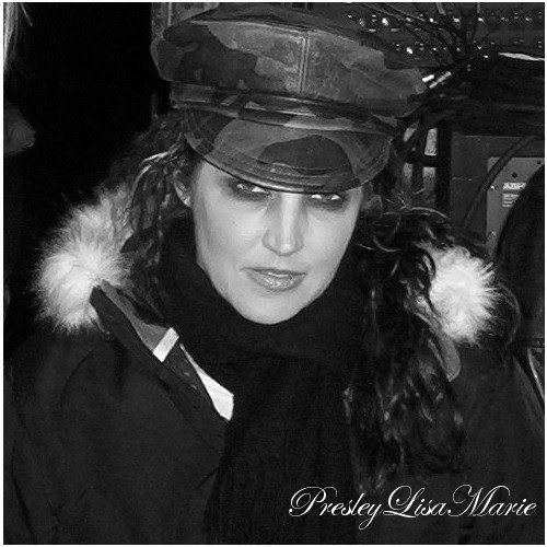 lisa marie presley wallpaper probably containing farda, regimentais, uniforme, and a green boina titled Lisa Marie !#