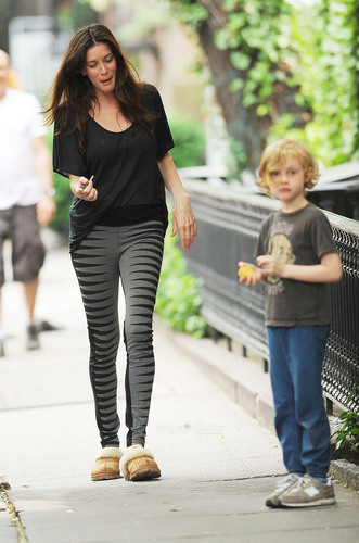 Liv Tyler spotted outside her tahanan in New York, May 26