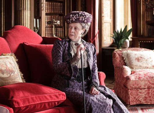 Maggie Smith wallpaper containing a drawing room, a living room, and a drawing room entitled Maggie Smith in Downton Abbey(2010)