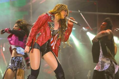 Miley - Gypsy হৃদয় Tour (2011) On Stage Bogota, Colombia - 19th May 2011