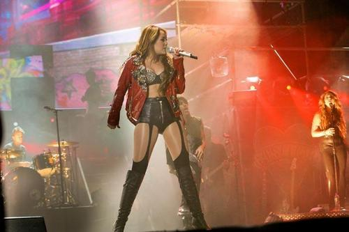 Miley - Gypsy Heart Tour (2011)  On Stage  Bogota, Colombia - 19th May 2011