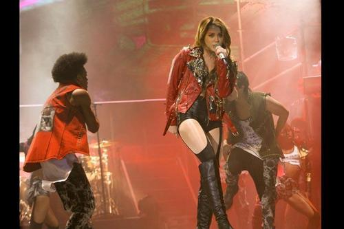 Miley - Gypsy сердце Tour (2011) On Stage Bogota, Colombia - 19th May 2011