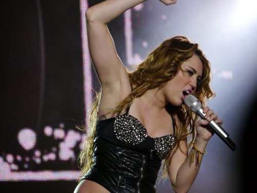 Miley - Gypsy сердце Tour (2011) On Stage San Jose, Costa Rica - 21st May 2011