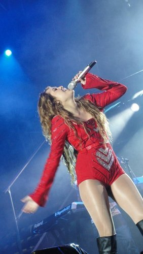 Miley - Gypsy jantung Tour (2011) On Stage San Jose, Costa Rica - 21st May 2011
