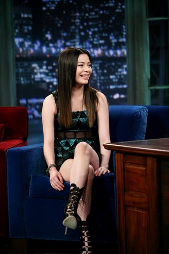 Miranda Cosgrove appears on Jimmy Fallon दिखाना