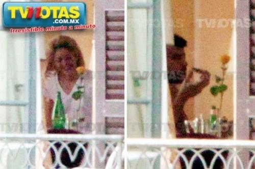 Naked Piqué and Shakira..