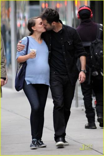 Natalie Portman & Benjamin Millepied: Kissy abendessen datum
