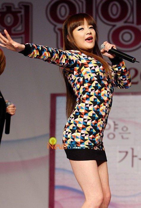 http://images4.fanpop.com/image/photos/22300000/Park-Bom-2ne1-22396877-475-701.jpg