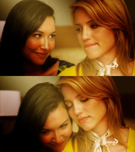 Quinn and Santana 2x22