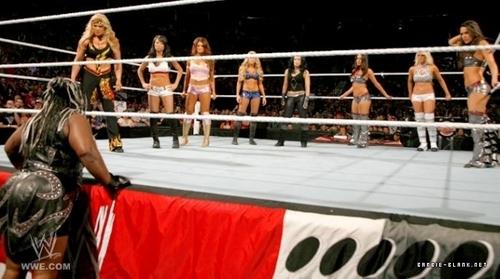 Raw 23.05.11 | Kelly, Eve, Gail Kim & Beth Phoenix vs. Bella Twins, Maryse & Melina.