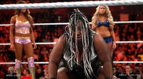 Raw 23.05.11   Kelly, Eve, Gail Kim & Beth Phoenix vs. Bella Twins, Maryse & Melina.