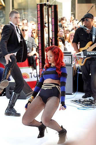 """Rihanna Performs on """"Today"""" Show in New York"""