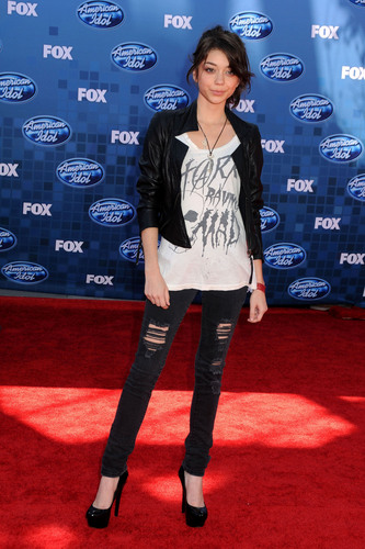 Sarah Hyland arrives at American Idol 2011 Finale
