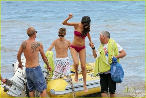 Selena Gomez & Justin Bieber: PDA Pair!