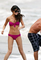 Selena Gomez in a Bikini on the ビーチ in Maui with Justin Bieber