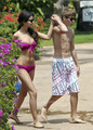Selena Gomez in a Bikini on the ساحل سمندر, بیچ in Maui with Justin Bieber