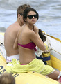 Selena Gomez in a Bikini on the пляж, пляжный in Maui with Justin Bieber