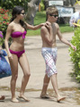 Selena Gomez in a Bikini on the de praia, praia in Maui with Justin Bieber