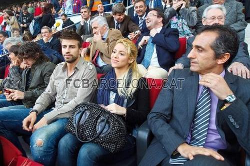 Shakira: what is her a fashion accessory? Piqué oder handbag ?