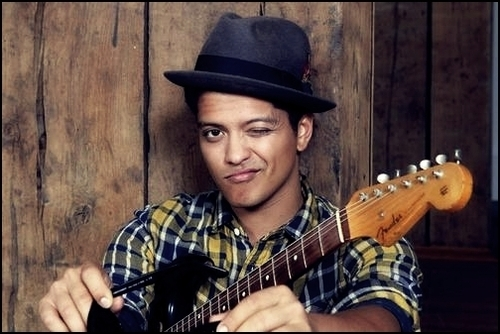 Bruno Mars fond d'écran containing a guitarist titled bruno