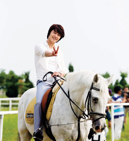 http://images4.fanpop.com/image/photos/22300000/ilwoo-jung-il-woo-22330595-500-549.jpg
