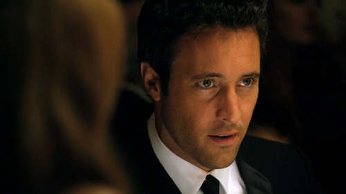 http://images4.fanpop.com/image/photos/22400000/Alex-O-Loughlin-in-Hawaii-Five-0-Malama-Ka-Aina-1-03-alex-oloughlin-22450812-500-281.jpg