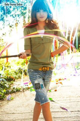 Bella Thorne 写真 shoots for Mud Jeans