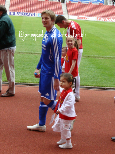 Bradley with a little girl <3 *cuteness overload*