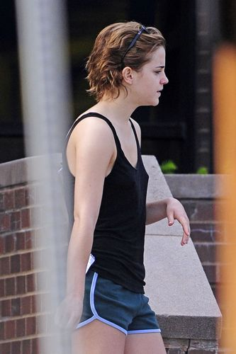 Emma Leaving a Spa in Pittsburgh 05/27
