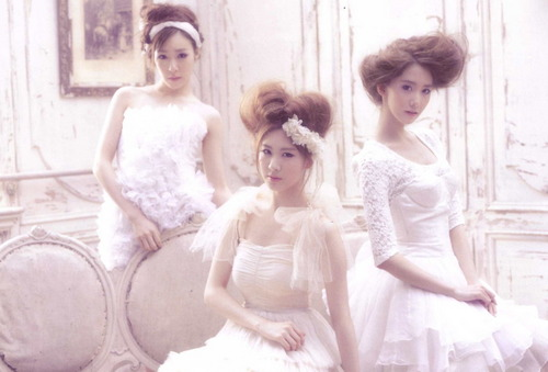 Girls Generation/SNSD 1st 日本 Album Scans