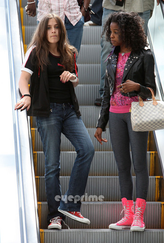 HQ-Paris at the Mall in Calabasas 5/30/2011