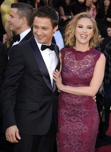 Jeremy and Scarlett Johansson at the 2011 Oscars