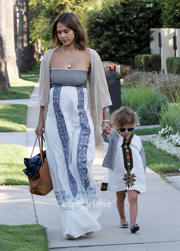 Jessica Alba out in L.A