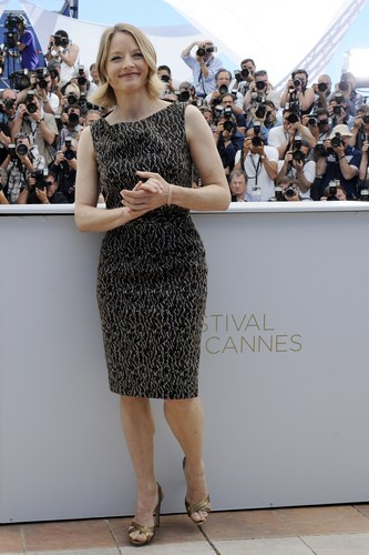 ジョディ・フォスター 壁紙 possibly containing a playsuit, a sundress, and a chemise titled Jodie In Cannes
