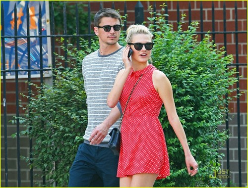 Josh Hartnett: Out and About with Sophia Lie!