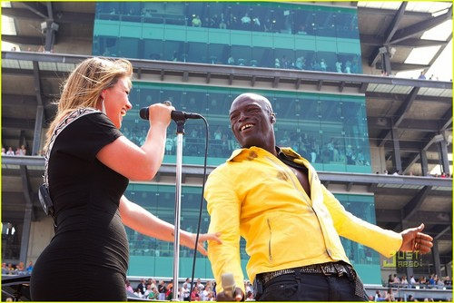 Kelly Clarkson: National Anthem at Indy 500! - actresses Photo