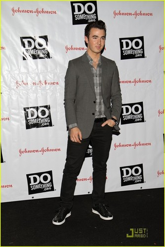 Kevin & Danielle Jonas: Do Something Awards 2011 Kick Off (05.23.2011)!