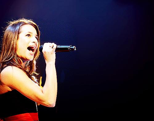 Lea Michele দেওয়ালপত্র entitled Lea স্বতস্ফূর্ত Live! 2011