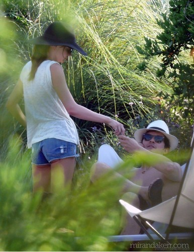 MAY 21ST - Miranda Kerr On the pantai with her family in Hawaii