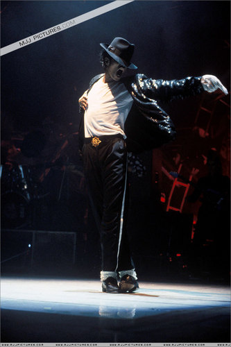 The Bad Era achtergrond containing a concert entitled MJ's Bad Tour Pictures =]