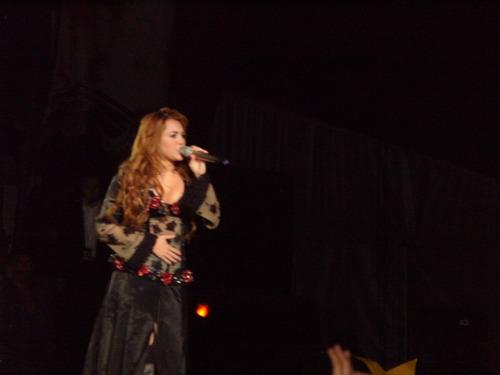 Miley - Gypsy Heart Tour (2011) - On Stage - Mexico City, Mexico - 26th May 2011