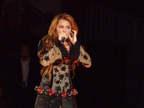 Miley - Gypsy hati, tengah-tengah Tour (2011) - On Stage - Mexico City, Mexico - 26th May 2011