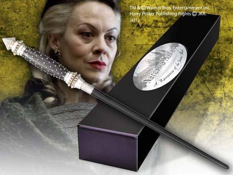 http://images4.fanpop.com/image/photos/22400000/Narcissa-Malfoy-wand-lucius-and-narcissa-malfoy-22405018-471-355.jpg