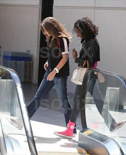 Paris at the Mall in Calabasas 5/30/2011