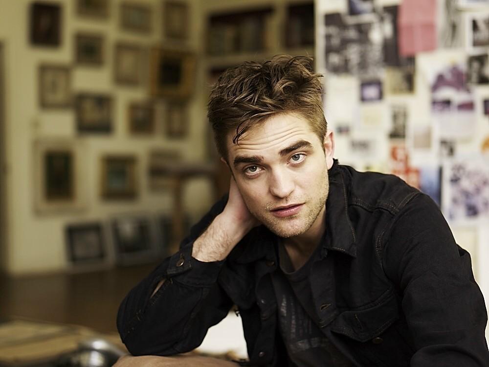 Robert Pattinson (Edward) Robert-Pattinson-New-Old-Photos-robert-pattinson-22434783-1000-750