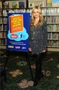 Sarah Lesen to the children - Nestle Share the Joy of Reading!