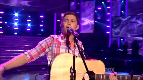 "Scotty sings ""Check Yes یا No"" سے طرف کی George Strait in the finale"