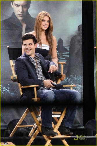 Taylor/Jacob fan Girls fondo de pantalla entitled Taylor Lautner