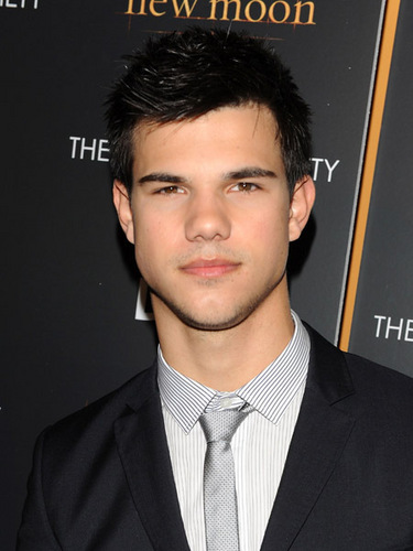 Taylor/Jacob Fan Girls wallpaper containing a business suit titled Taylor Lautner
