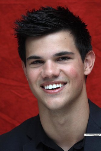 Taylor/Jacob ファン Girls 壁紙 possibly containing a business suit and a portrait titled Taylor Lautner